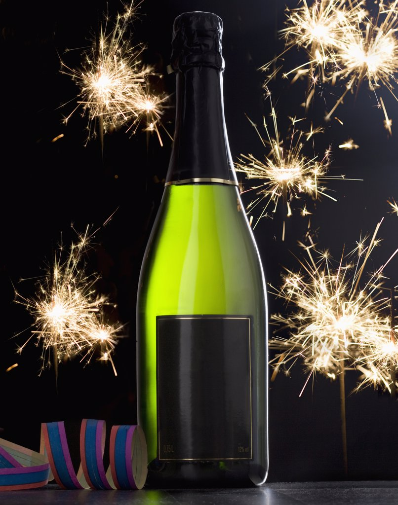Stock Photo: 1570R-139922 A bottle of champagne and sparklers