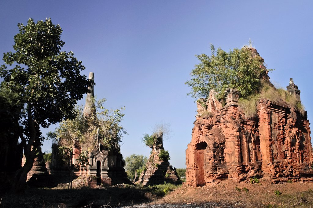 Stock Photo: 1570R-140273 An old crumbling temple in an Indein Village, Inle Lake, Burma