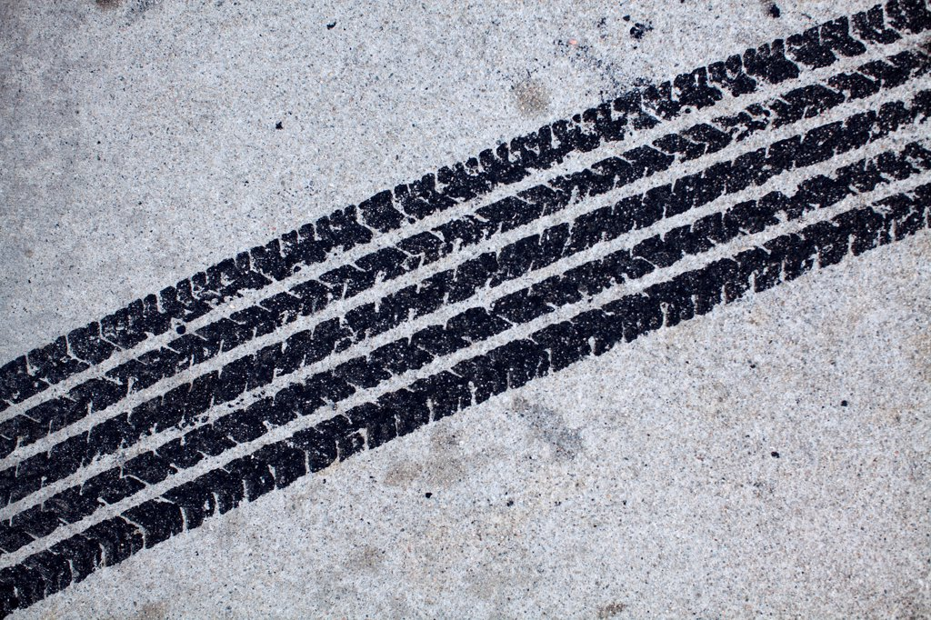 Stock Photo: 1570R-140650 Detail of a tire mark on concrete
