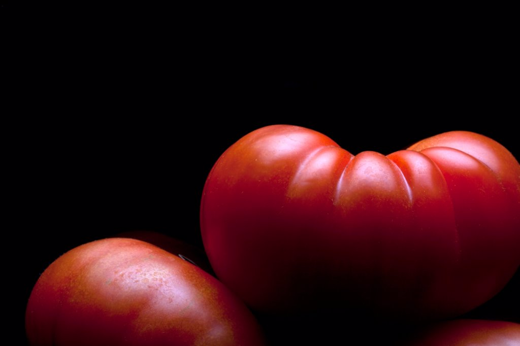 A stack of ripe tomatoes, close-up : Stock Photo