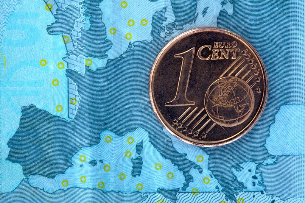 Stock Photo: 1570R-140837 Detail of a five Euro banknote with a one cent Euro coin on top of it