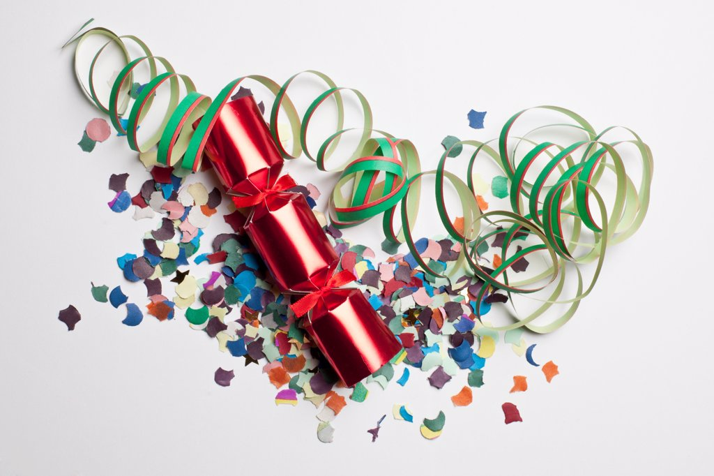 Stock Photo: 1570R-140884 Confetti, streamers and a Christmas cracker