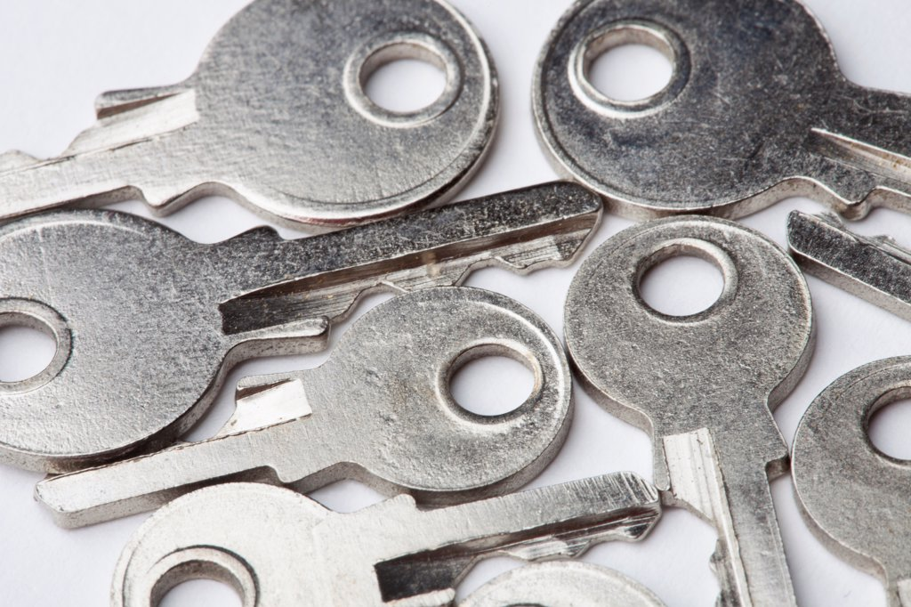 Stock Photo: 1570R-140981 A group of the same key in different sizes, close-up