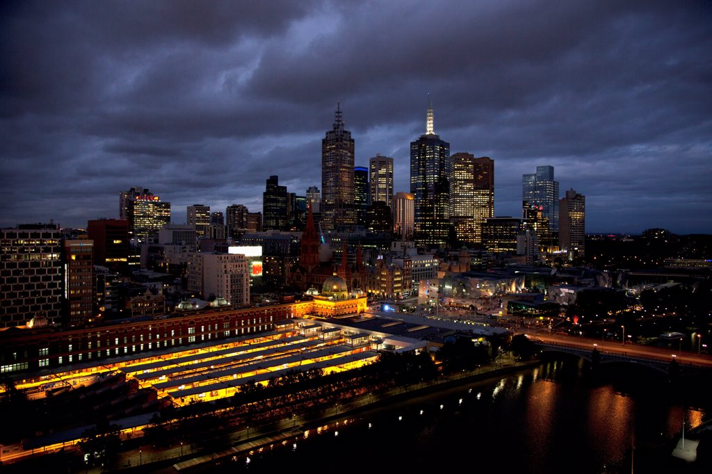 Stock Photo: 1570R-141220 Melbourne cityscape at night