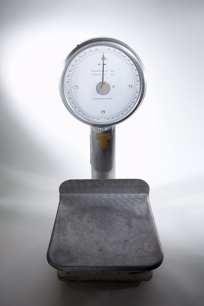 An old-fashioned, empty kitchen scale : Stock Photo