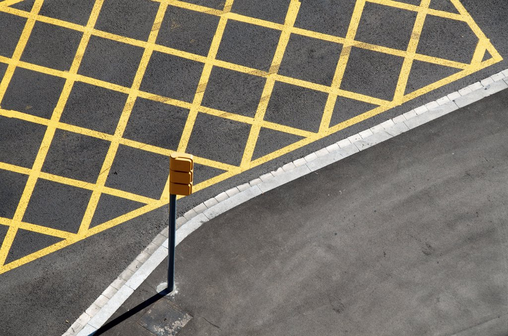 Stock Photo: 1570R-141723 Yellow lines on the street to mark no-stopping area near a red light/crossing