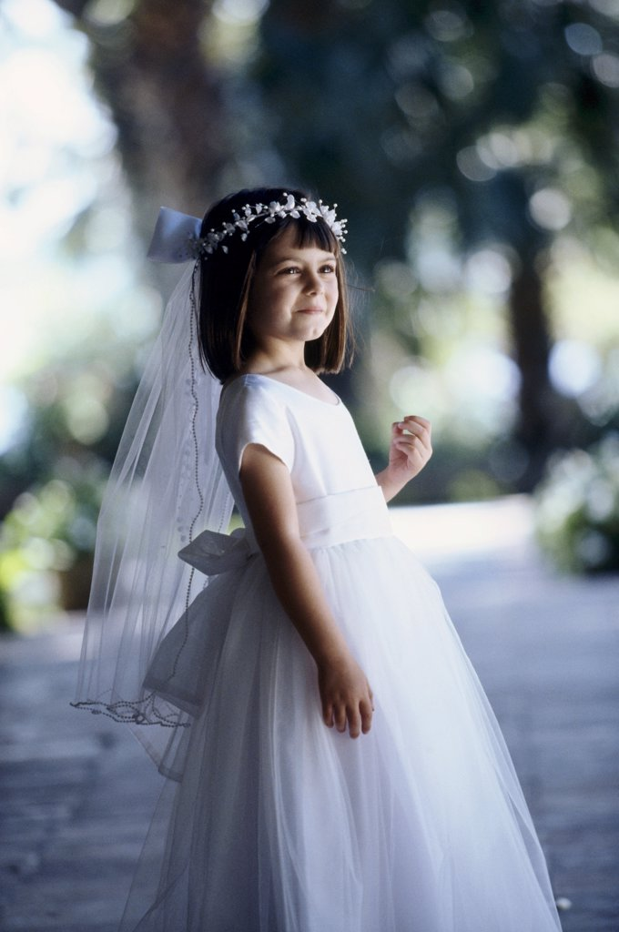 Side profile of a flower girl smiling : Stock Photo