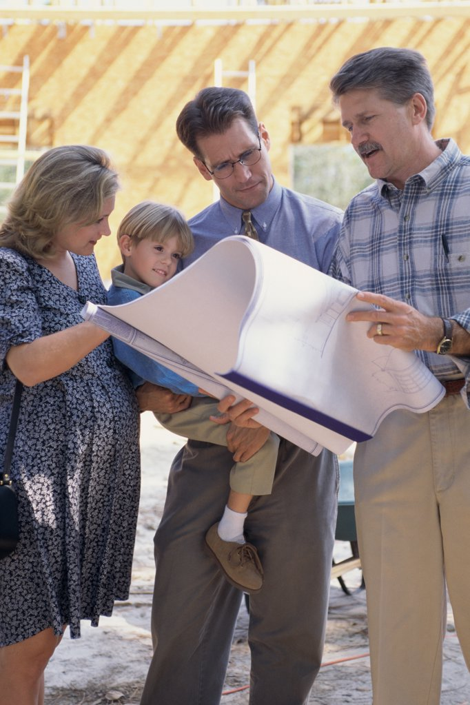 Stock Photo: 1574R-03973 Architect discussing blueprints with a family