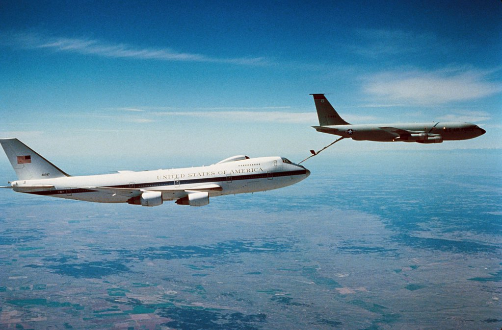 Mid-air refueling of an E-4B : Stock Photo