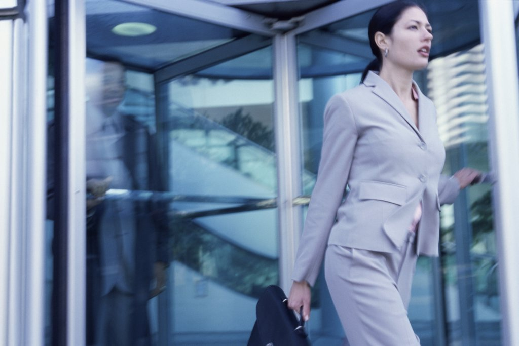 Side profile of a businesswoman walking : Stock Photo