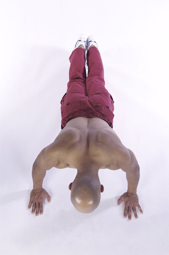 Young man doing push-ups : Stock Photo
