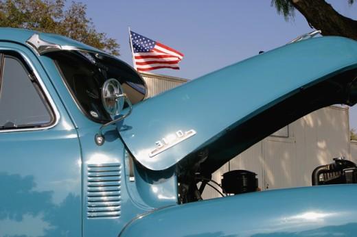 Stock Photo: 1574R-22116 Open bonnet of a vintage car