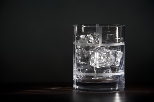Close-up of a glass full of ice cubes and alcoholic drink : Stock Photo