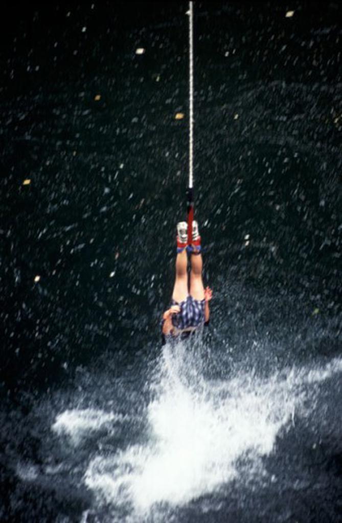 Stock Photo: 1575-03032 Bungi jumping, Vancouver Island, British Columbia, Canada´