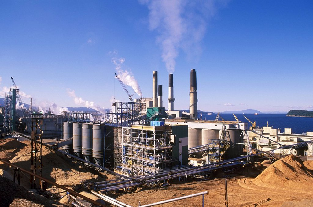 Stock Photo: 1575-9224 Overview of Harmac Pacific Pulp & Paper Mill, Nanaimo, British Columbia, Canada