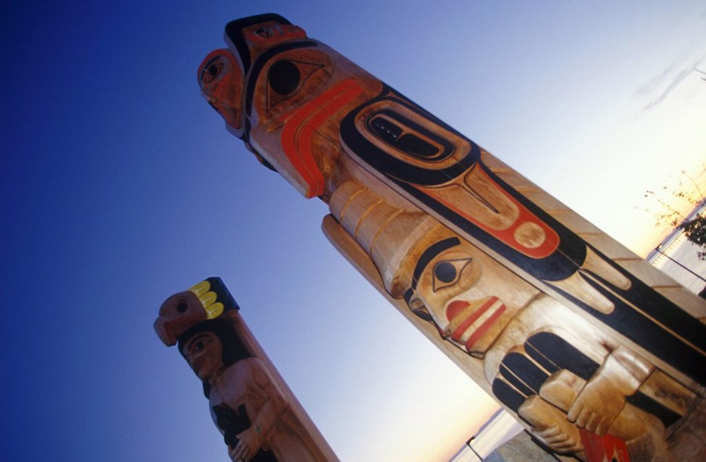 Totem poles at White Rock Beach, White Rock, British Columbia, Canada : Stock Photo