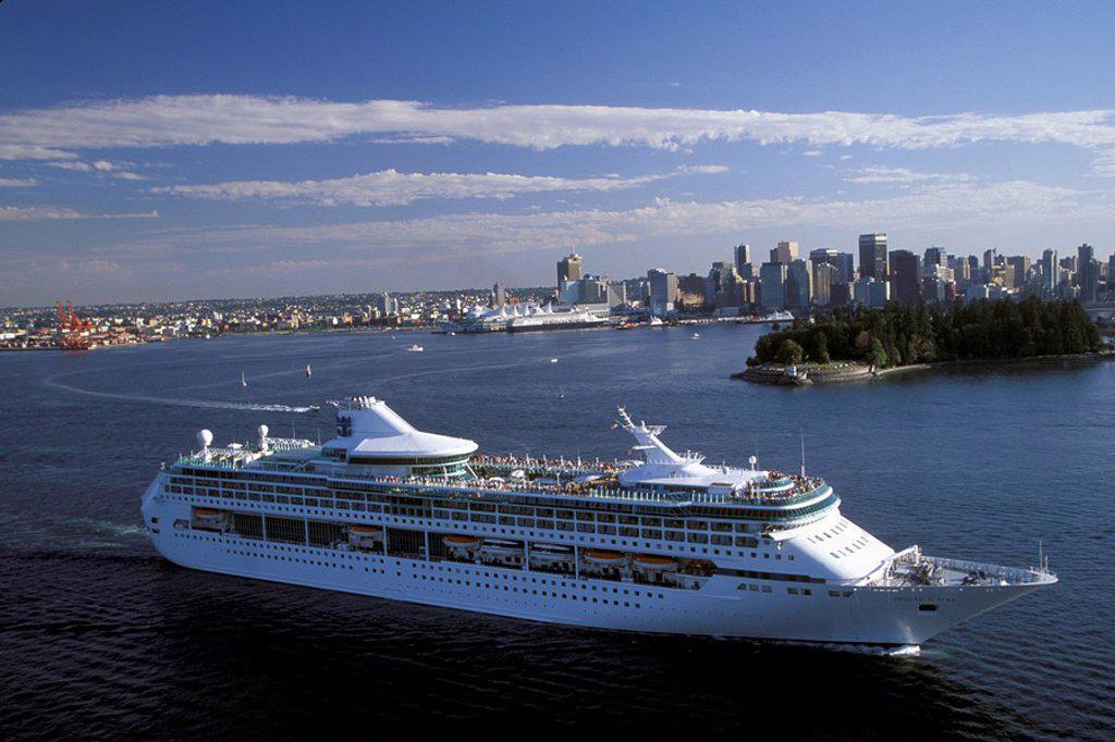 Stock Photo: 1575-9631 Cruise Ship leaving Vanouver, British Columbia