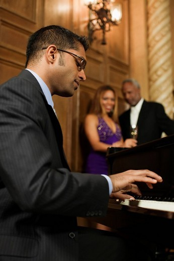 Sri Lankan pianist performing in nightclub : Stock Photo