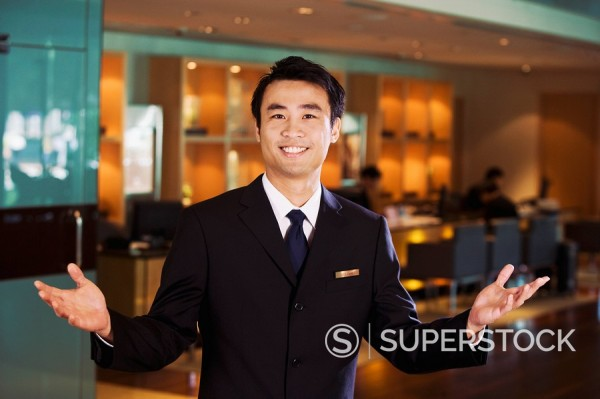 Stock Photo: 1589-131084 Chinese businessman in bar welcoming guests