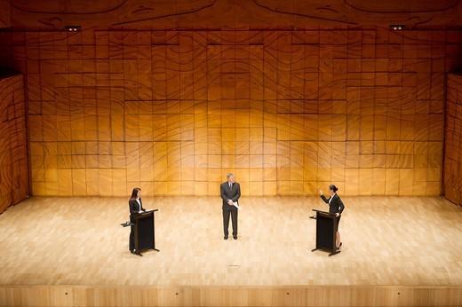 Business people having debate on stage : Stock Photo