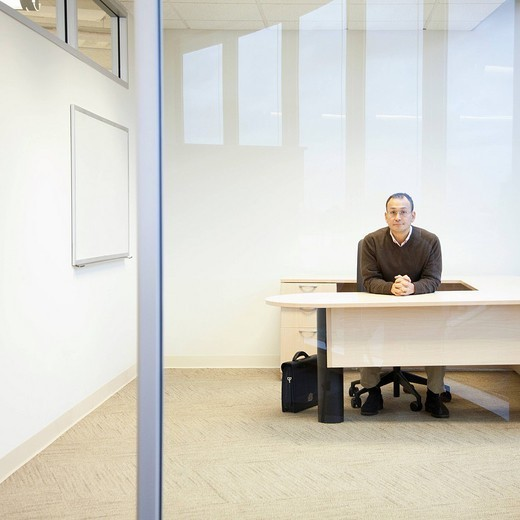 Hispanic businessman sitting at desk : Stock Photo