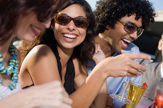 Multi_ethnic friends drinking cocktails : Stock Photo