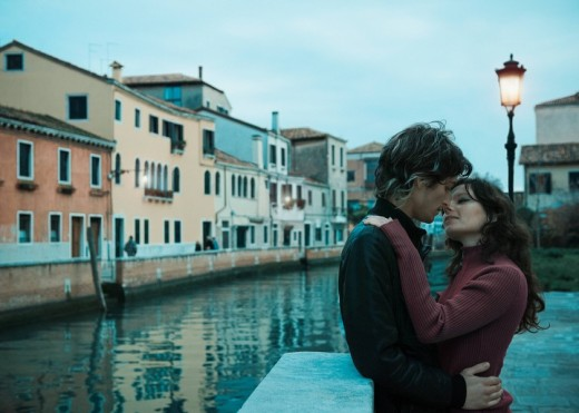 Italian couple kissing near canal : Stock Photo