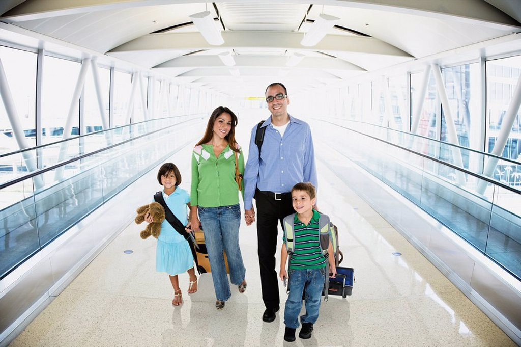 Stock Photo: 1589-66827 Hispanic family walking in airport
