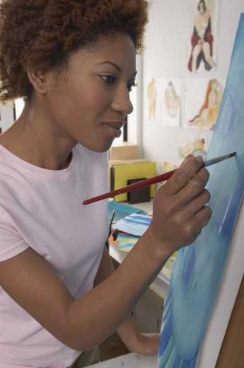 Close-up of a mid adult woman painting : Stock Photo