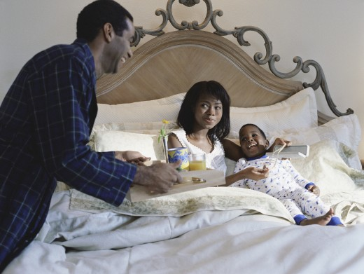 Stock Photo: 1589R-13514 Father serving his family breakfast on a bed