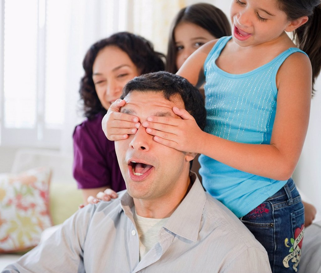Daughter covering surprised father´s eyes : Stock Photo