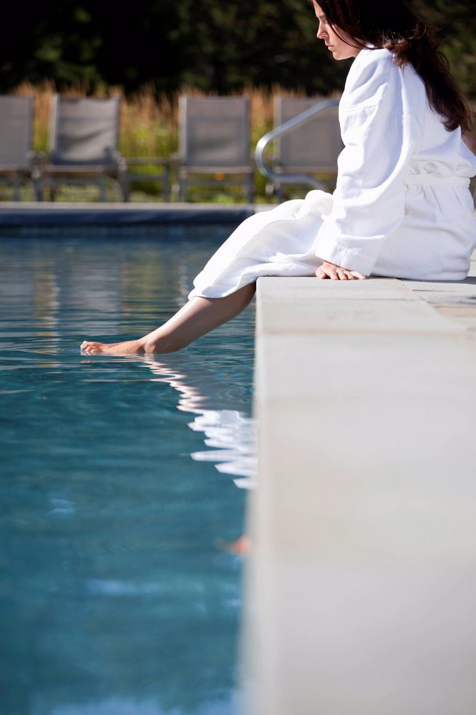 Stock Photo: 1589R-139506 Woman soaking feet in swimming pool