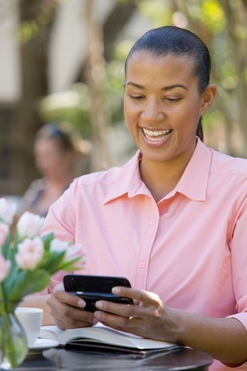 African American text messaging on cell phone : Stock Photo