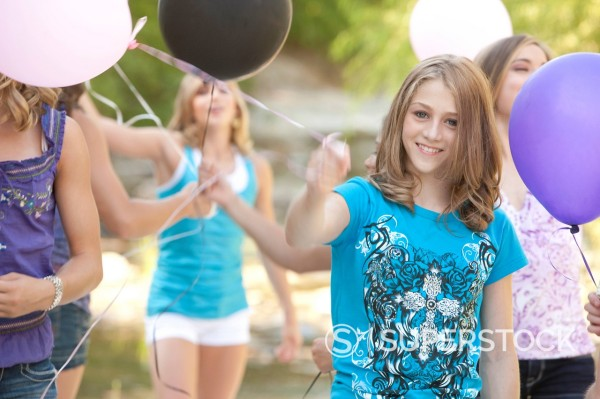 Stock Photo: 1589R-147857 Teenage friends holding balloons