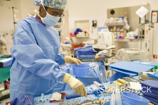 Stock Photo: 1589R-148158 Black doctor working in operating room