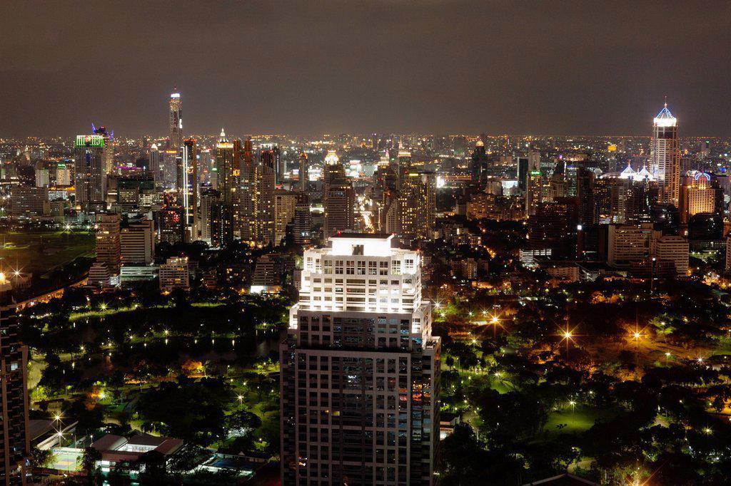 Stock Photo: 1589R-149149 Bangkok cityscape at night