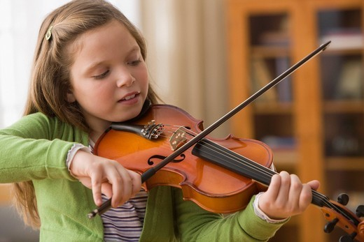 Caucasian girl playing violin : Stock Photo