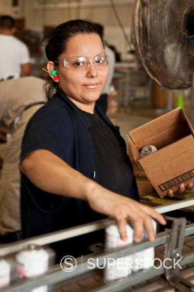 Stock Photo: 1589R-152446 Hispanic worker packing boxes on assembly line