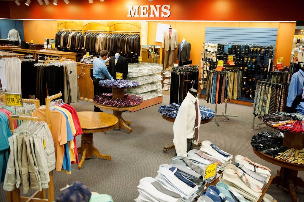 Stock Photo: 1589R-155581 Caucasian man working in men´s clothing store