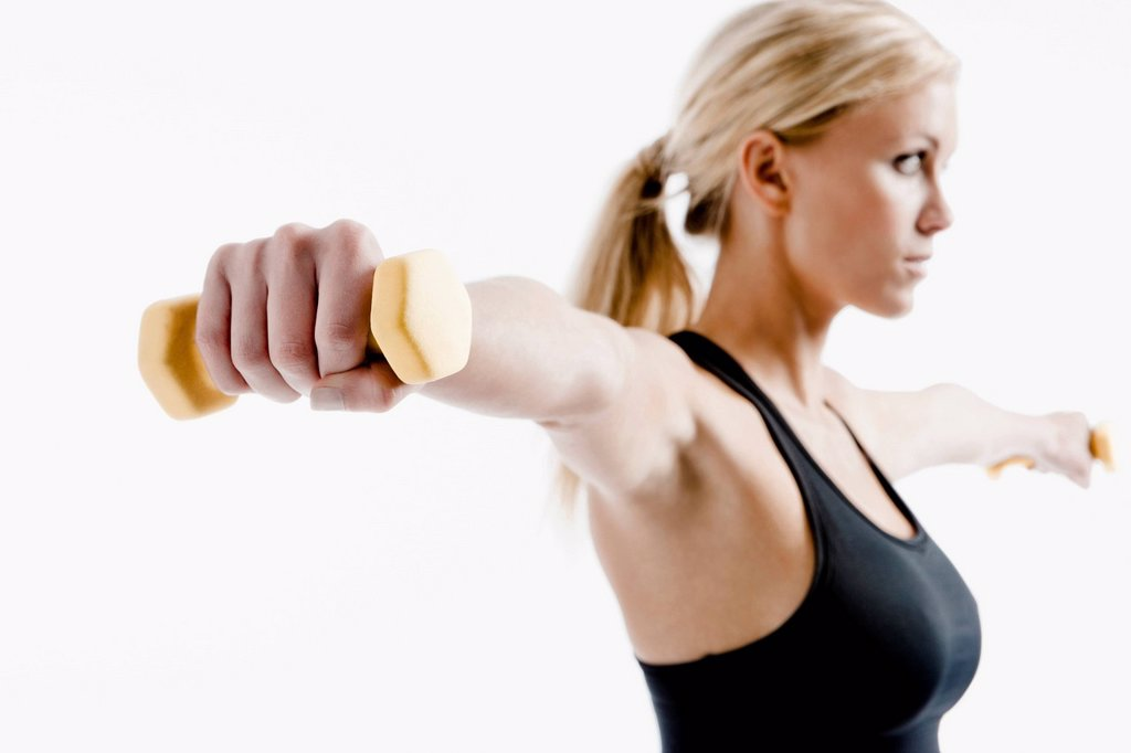 Caucasian woman exercising with hand weights : Stock Photo