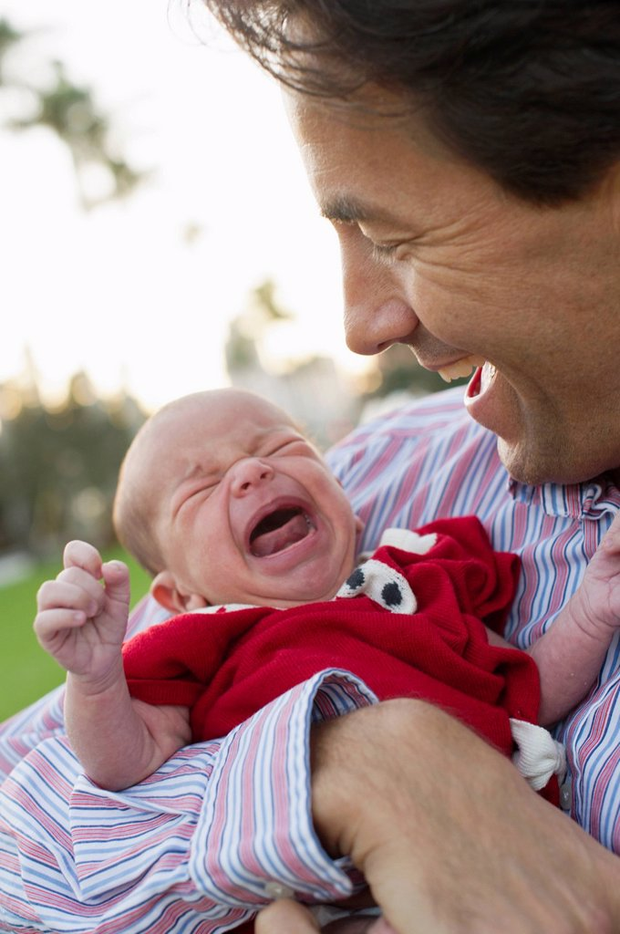 Caucasian father holding crying daughter : Stock Photo