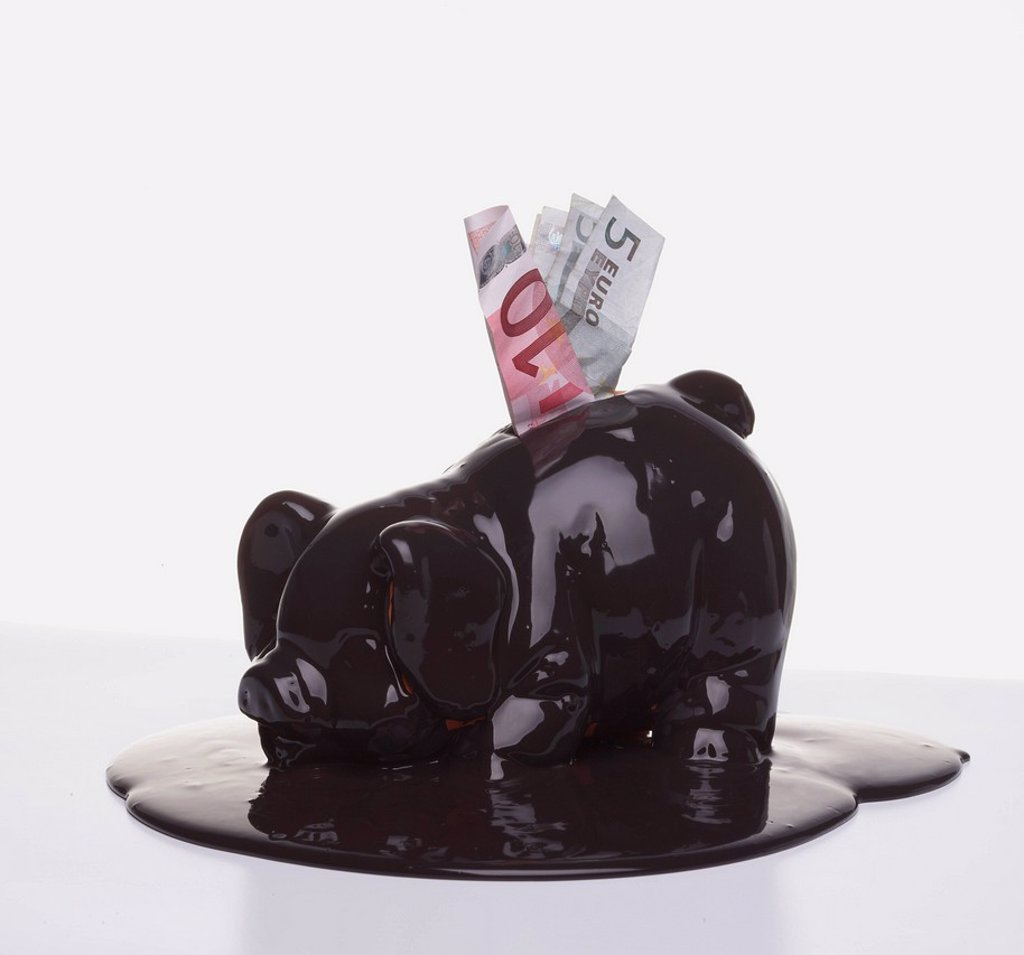 Stock Photo: 1589R-157787 Euro banknotes in melting piggy bank