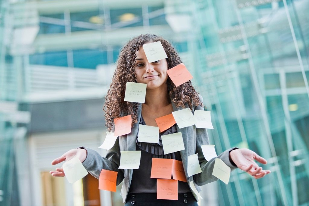 Caucasian businesswoman covered in sticky notes : Stock Photo