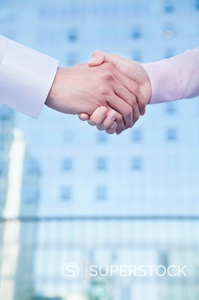 Stock Photo: 1589R-169901 Chinese business people shaking hands