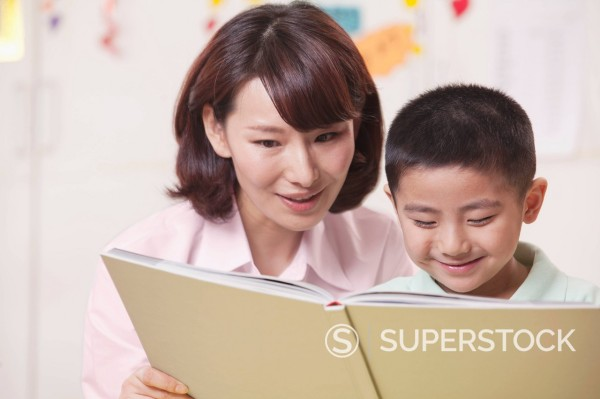 Stock Photo: 1589R-170384 Chinese mother and son reading book