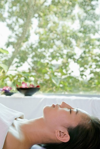 Chinese woman relaxing in spa : Stock Photo