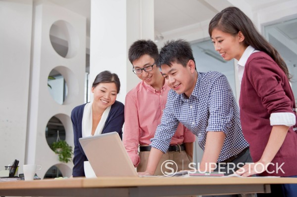 Stock Photo: 1589R-171635 Chinese business people watching laptop