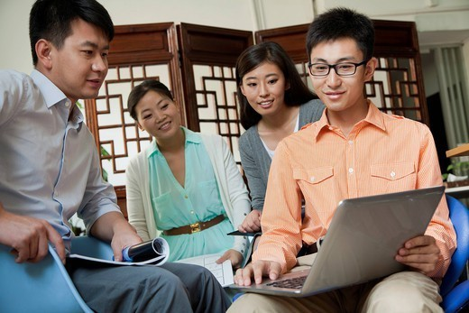Chinese business people talking in meeting : Stock Photo
