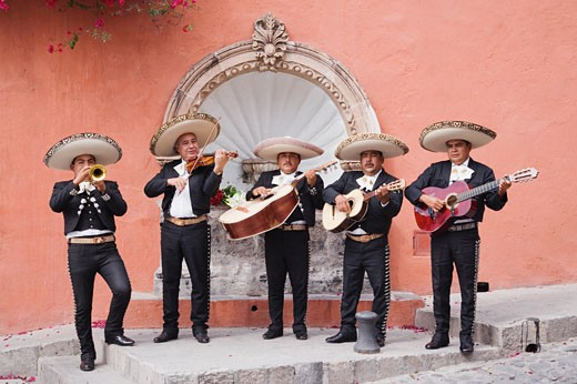 Mariachi band playing in front of fountain : Stock Photo