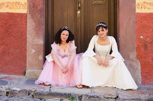 Hispanic girls wearing Quinceanera dresses : Stock Photo